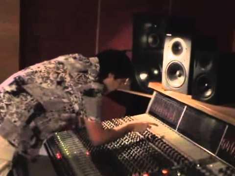 Emiliano Bucci @ SAE college Milano during a recording. SAE recordings 2005.