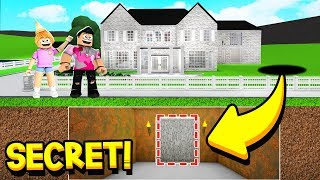 I FOUND *SECRETS* INSIDE MY SISTER'S MANSION!! (Roblox Bloxburg)