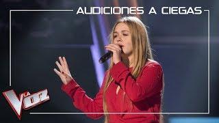Lorena Santos canta