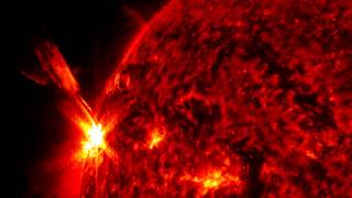 Strong Solar Flare Bursts Out From the Limb of the Sun | Video