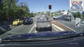 Head on crash after drivers runs red light - Hawthorne QLD