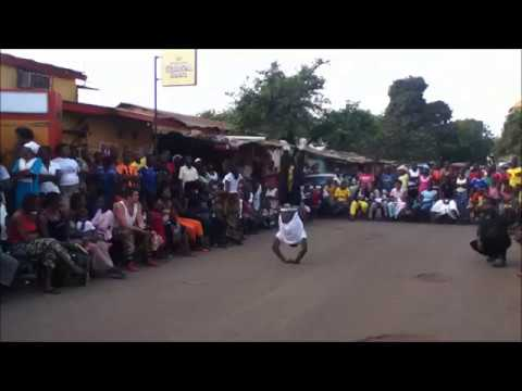 Ballamoussa combines Traditional Dance and Acrobatic in Conakry