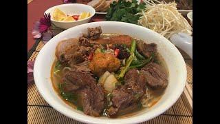 Bún bò Huế chạo tôm ngon ngon quá đi thôi!! Hue-Style Spicy Beef Noodle Soup