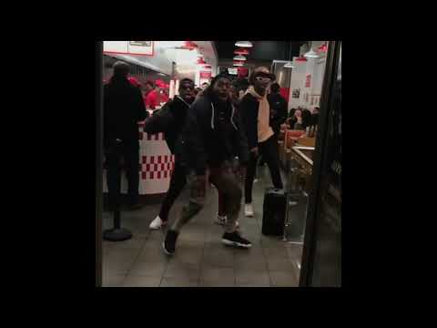 akamztweenty Group Dancing in restaurant so funny 😂 part 15