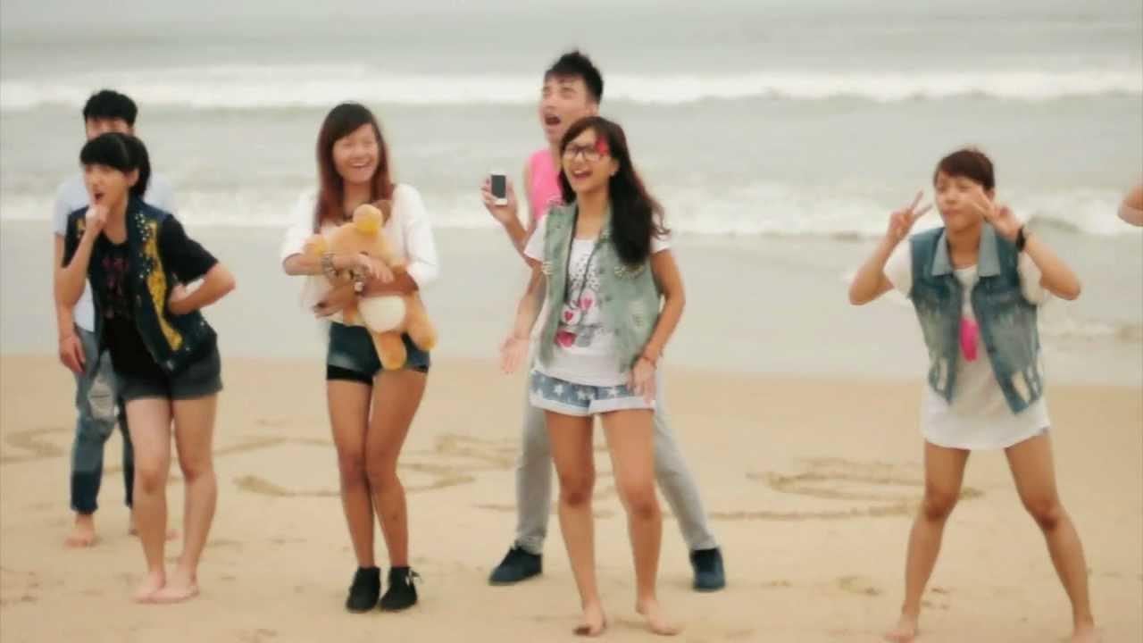 Dancing on the beach - YouTube