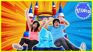 Baixar BOYS VS. GIRLS Giant Bounce House Obstacle Course CHALLENGE!