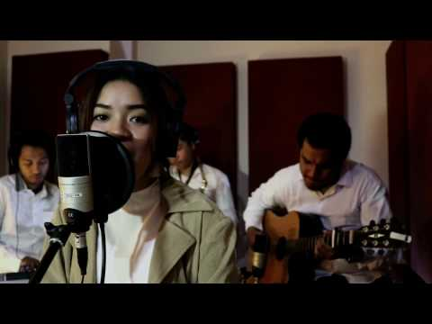 ALEEZA - Irreplaceable Cover (original song by Beyonce)