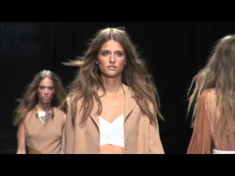 ELISABETTA FRANCHI Spring/Summer 2016 Fashion Show