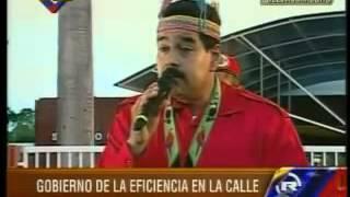¡Maduro a punto de caerse a trompadas con un señora del publico