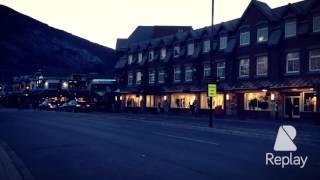 10月20日の夕暮れ。 バンフの大通りを歩いたときに。