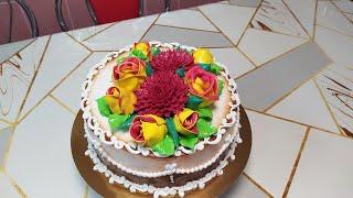 Торт с очень красивыми двухцветными розами и хризантемами