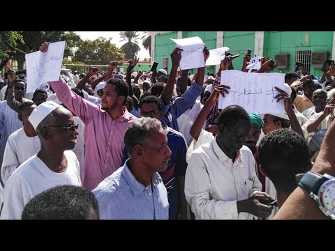آلاف السودانيين يواصلون احتجاجاتهم من أجل إقامة حكم مدني  - نشر قبل 3 ساعة