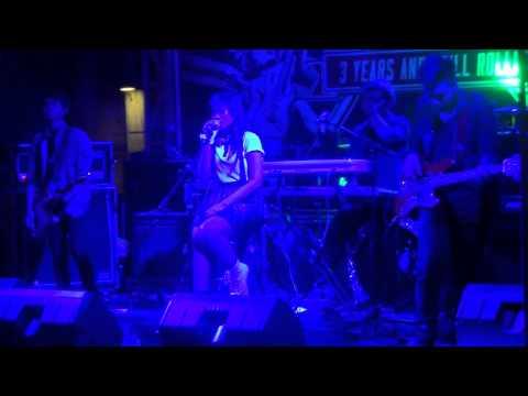Queen & Jacks - 5 Menit Saja (live @RScafeINA)