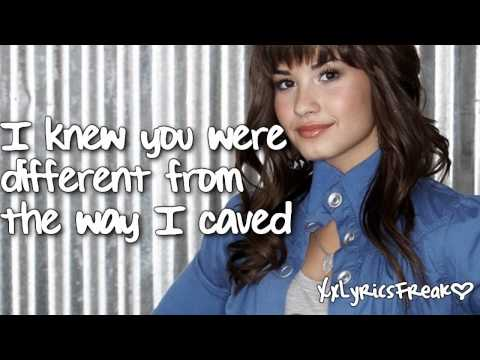 Demi Lovato-Trainwreck (With Lyrics)