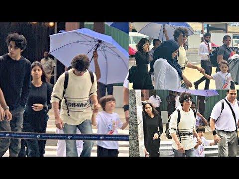 Shahrukh Khan With His Kids Aryan Khan, Suhana Khan And AbRam Khan Holiday In Maldives