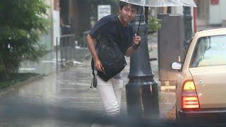 台風12号が都内を直撃した7月末の夜、悪天候で周りの店が早々に店じまい...