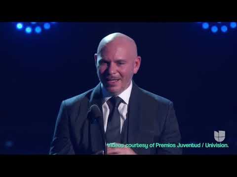 Premios Juventud - Maestra de Pitbull le da una gran sorpresa durante un premiación