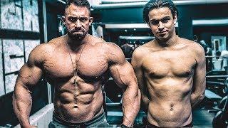 Bodybuilder vs Lauch! Die fetteste Brust Zerstörung seines Lebens!!