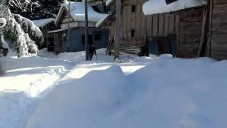 2011年12月28日、恒例の餅つき前の雪遊びです。