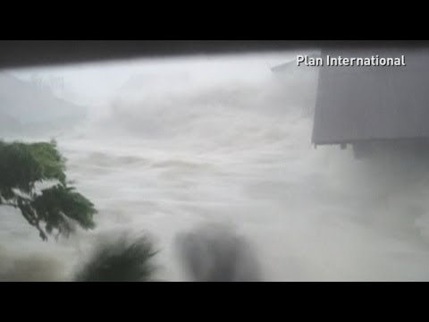 Dramatic footage: Moment Typhoon Haiyan washes away Philippines house