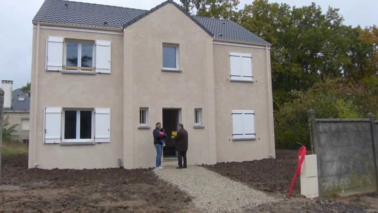 Visite d 39 un chantier de maisons d 39 en france youtube for Maison atypique ile de france