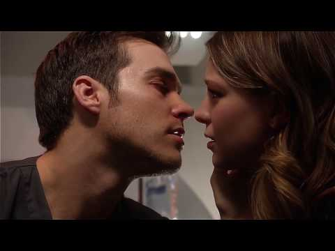 Mon-El & Kara First Kiss - Supergirl 2x08
