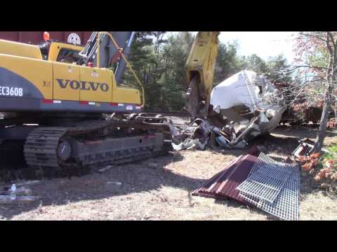 Demolition with Sheer - Mill Metals Recycling
