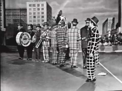 SPIKE JONES: McNamaras Band