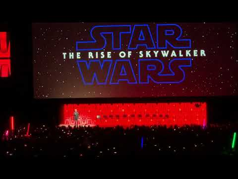 star-wars-celebration-2019:-ian-mcdiarmid-on-stage-at-the-rise-of-skywalker-panel!