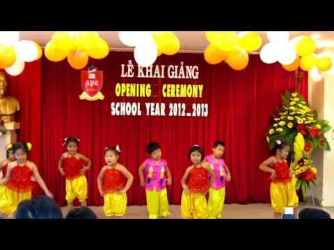 Lớp Lá Alice múa Bài Trống Cơm