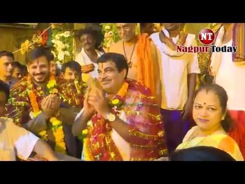 Vivek Oberoi performs pooja at Koradi temple   Nagpur Today