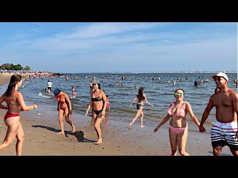 【4K】Walking NEW YORK CITY summer beach tour at Manhattan Beach  Part 1 - USA