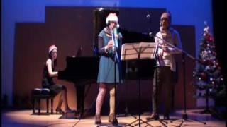 2009年12月13日、北海道伊達市コスモスホールで行われた「サンタの会」...