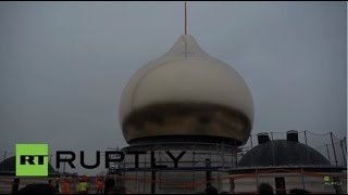 France: Golden dome mounted on Russian Orthodox cathedral in Paris(A 12-metre-high golden dome has been installed atop a Russian Orthodox cathedral on the Branly Embankment next to the Eiffel Tower in Paris, Saturday., 2016-03-19T16:33:52.000Z)