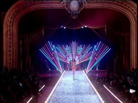 Victoria's Secret Fashion Show 2003 Opening. Director Hamish Hamilton