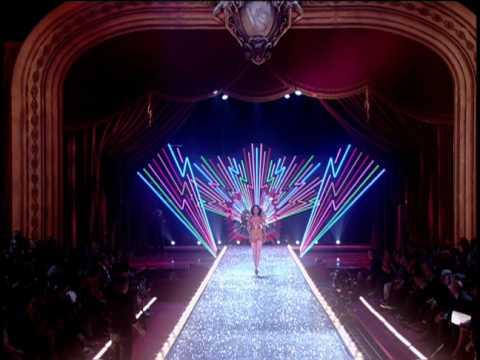 Видео, Victorias Secret Fashion Show 2003 Opening. Director Hamish Hamilton