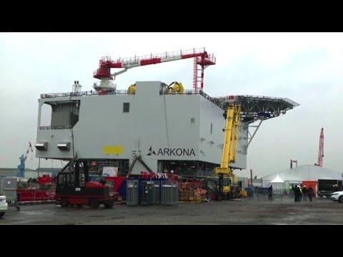 Eolien offshore: STX livre une sous-station électrique