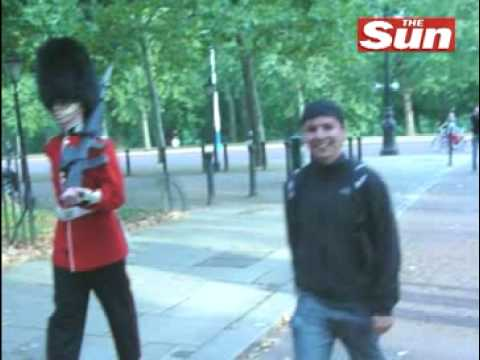 [NEW] Queens Guard Attacks Tourist In London-23rd January 2009