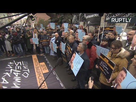 У посольства Украины в Москве проходит акция в поддержку Кирилла Вышинского
