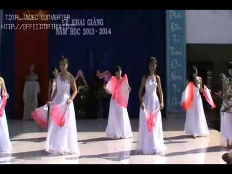 Tiết mục Múa của tập thể học sinh trường THPT Nguyễn Trãi