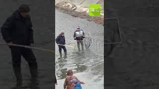 Рыбаки собирают улов на Северном водохранилище 26 03