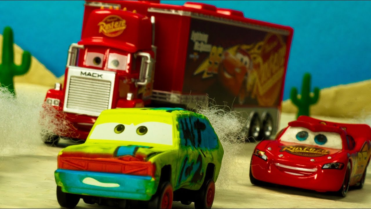 Crash & Smash HIT & RUN Demo Derby Racers Lightning McQueen Crazy 8 Race Cars Stop-Motion Kids