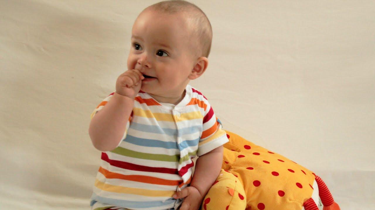 babys spielerisch f rdern die besten bungen 3. Black Bedroom Furniture Sets. Home Design Ideas