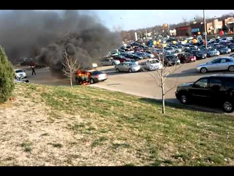 white oaks mall springfield il green dealer car on fire youtube. Black Bedroom Furniture Sets. Home Design Ideas