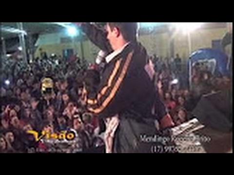 Borracho pide cantar en festival de musica(y sorprende al publico)