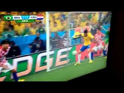 Fred dive wins Brazil a penalty WC2014
