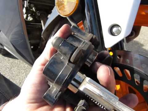 Rear Brake Pads >> Install new brake pads/how they work (2012 - current Honda ...
