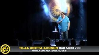 Stand up koomikko Anitta Ahonen keikalla osa 1/2.