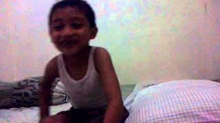 Reihan Syafiq Taruna lagi menyanyikan  lagu Pelangi-Pelangi.MP4