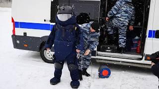Сапёры ОМОН обезвреживают бомбу